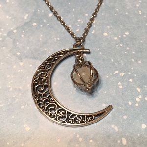 Jewelry - Moon filigree necklace